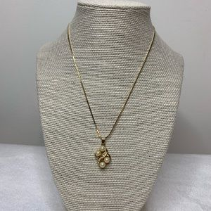 Pearl gold colored Necklace